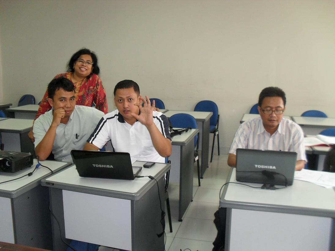 UPI (Carolina bersama Rekan Mahasiswa (Iwan, Ohan dan    Heri)